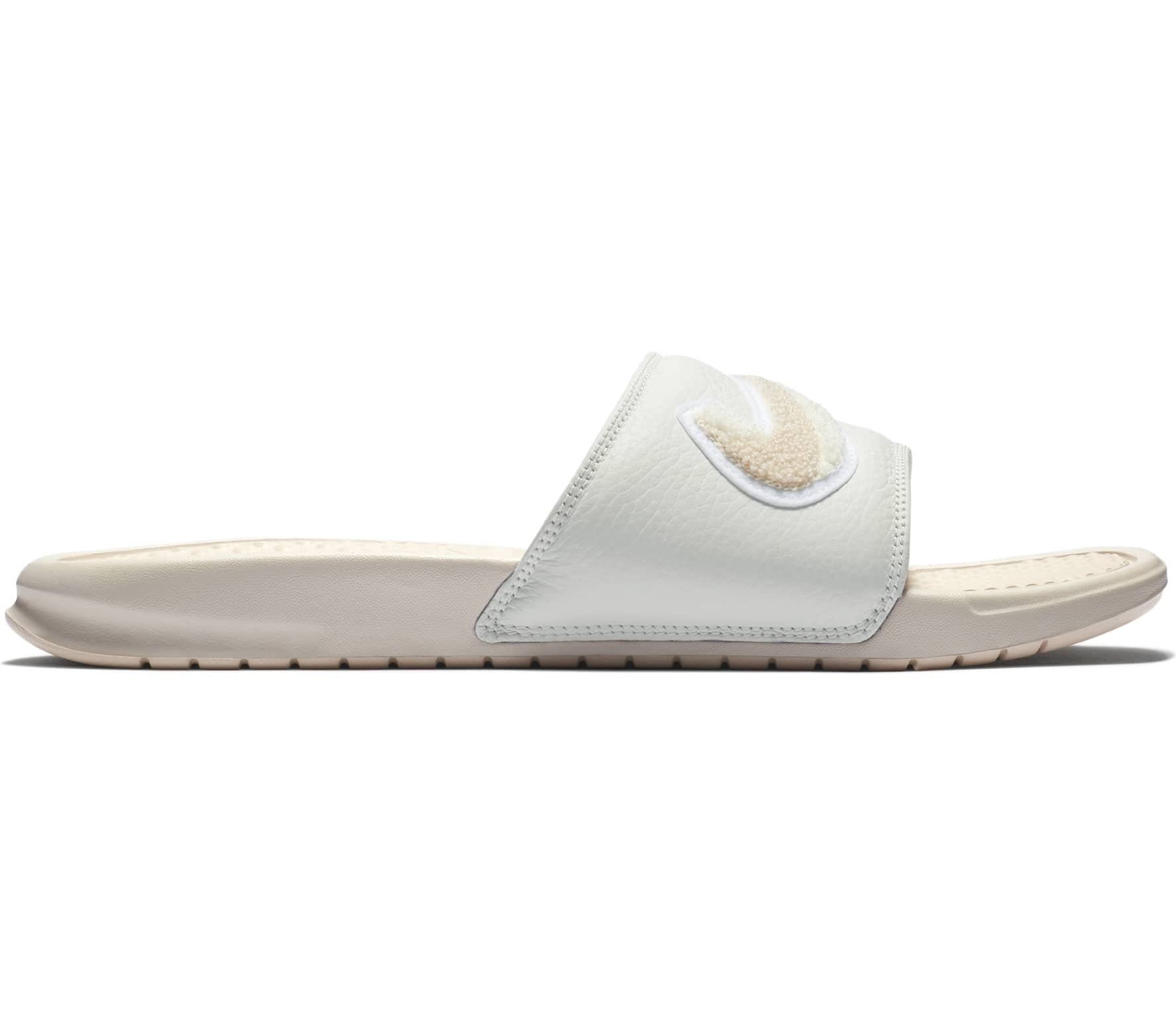 detailed pictures 316ba d622d Nike - Benassi Just Do It. Chenille sandales pour hommes (blanc)